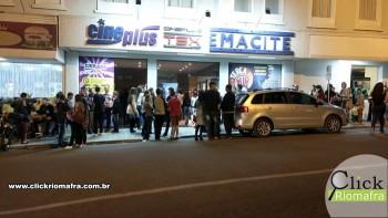 Público lota o Cineplus Emacite na estreia de Velozes e Furiosos 8 (2)