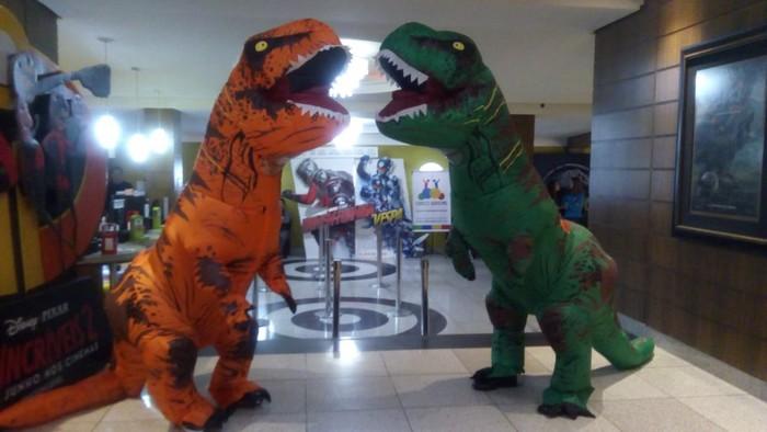 Dinossauros do Circo Social invadiram o Cineplus Emacite neste sábado (1)
