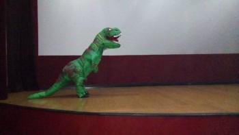 Dinossauros do Circo Social invadiram o Cineplus Emacite neste sábado (3)