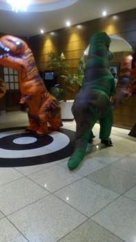 Dinossauros do Circo Social invadiram o Cineplus Emacite neste sábado (6)