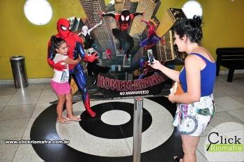 Homem-Aranha visita o Cineplus Emacite; público pode tirar fotos a vontade (1)