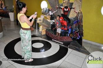 Homem-Aranha visita o Cineplus Emacite; público pode tirar fotos a vontade (10)