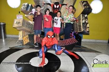 Homem-Aranha visita o Cineplus Emacite; público pode tirar fotos a vontade (11)