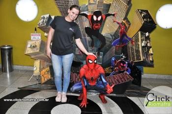Homem-Aranha visita o Cineplus Emacite; público pode tirar fotos a vontade (12)