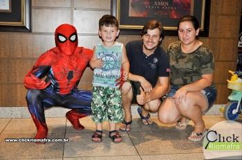 Homem-Aranha visita o Cineplus Emacite; público pode tirar fotos a vontade (13)