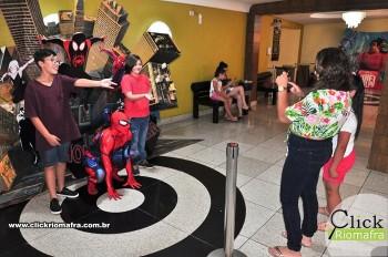 Homem-Aranha visita o Cineplus Emacite; público pode tirar fotos a vontade (2)