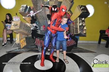 Homem-Aranha visita o Cineplus Emacite; público pode tirar fotos a vontade (20)