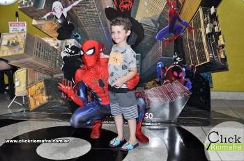 Homem-Aranha visita o Cineplus Emacite; público pode tirar fotos a vontade (21)