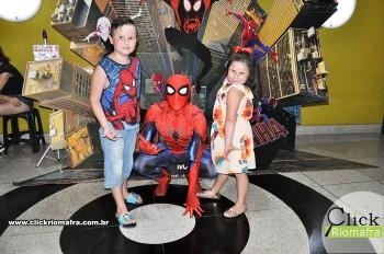 Homem-Aranha visita o Cineplus Emacite; público pode tirar fotos a vontade (22)