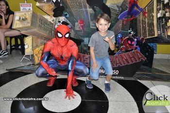 Homem-Aranha visita o Cineplus Emacite; público pode tirar fotos a vontade (24)