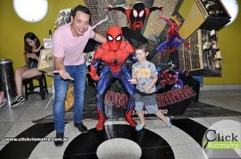 Homem-Aranha visita o Cineplus Emacite; público pode tirar fotos a vontade (25)