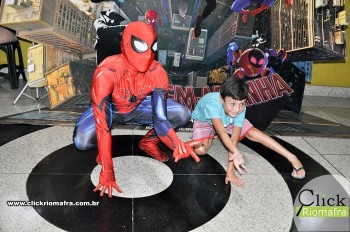 Homem-Aranha visita o Cineplus Emacite; público pode tirar fotos a vontade (26)