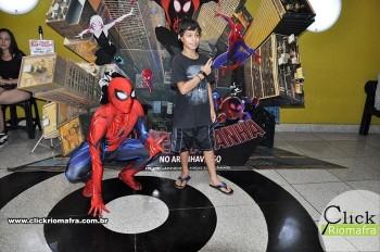 Homem-Aranha visita o Cineplus Emacite; público pode tirar fotos a vontade (28)