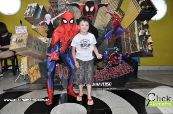 Homem-Aranha visita o Cineplus Emacite; público pode tirar fotos a vontade (29)