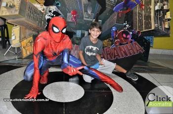Homem-Aranha visita o Cineplus Emacite; público pode tirar fotos a vontade (30)