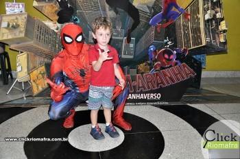 Homem-Aranha visita o Cineplus Emacite; público pode tirar fotos a vontade (31)