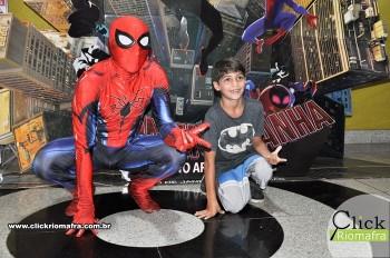 Homem-Aranha visita o Cineplus Emacite; público pode tirar fotos a vontade (32)