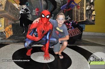 Homem-Aranha visita o Cineplus Emacite; público pode tirar fotos a vontade (34)