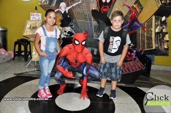 Homem-Aranha visita o Cineplus Emacite; público pode tirar fotos a vontade (35)