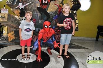 Homem-Aranha visita o Cineplus Emacite; público pode tirar fotos a vontade (36)