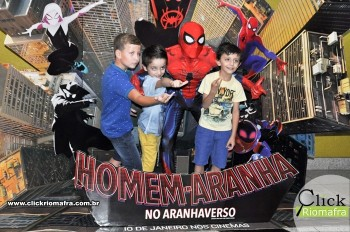 Homem-Aranha visita o Cineplus Emacite; público pode tirar fotos a vontade (37)