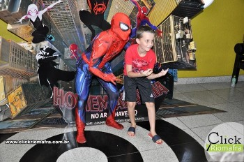 Homem-Aranha visita o Cineplus Emacite; público pode tirar fotos a vontade (38)