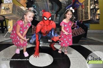 Homem-Aranha visita o Cineplus Emacite; público pode tirar fotos a vontade (39)