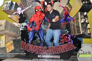 Homem-Aranha visita o Cineplus Emacite; público pode tirar fotos a vontade (4)