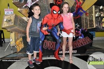 Homem-Aranha visita o Cineplus Emacite; público pode tirar fotos a vontade (41)