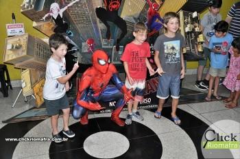Homem-Aranha visita o Cineplus Emacite; público pode tirar fotos a vontade (43)