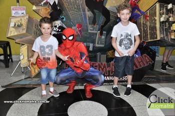 Homem-Aranha visita o Cineplus Emacite; público pode tirar fotos a vontade (44)