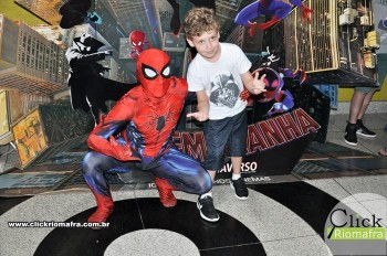 Homem-Aranha visita o Cineplus Emacite; público pode tirar fotos a vontade (45)