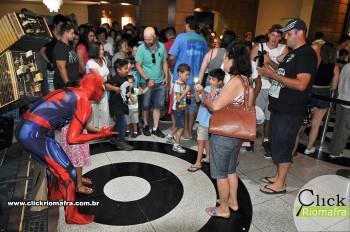 Homem-Aranha visita o Cineplus Emacite; público pode tirar fotos a vontade (46)