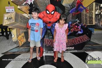 Homem-Aranha visita o Cineplus Emacite; público pode tirar fotos a vontade (47)