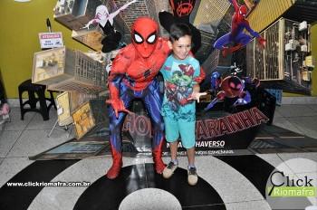 Homem-Aranha visita o Cineplus Emacite; público pode tirar fotos a vontade (49)