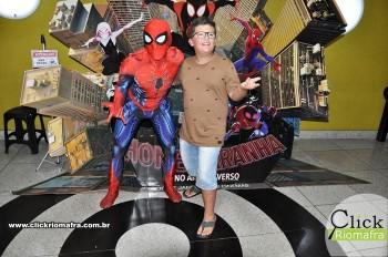 Homem-Aranha visita o Cineplus Emacite; público pode tirar fotos a vontade (50)