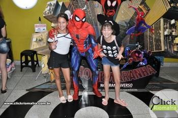 Homem-Aranha visita o Cineplus Emacite; público pode tirar fotos a vontade (51)