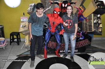 Homem-Aranha visita o Cineplus Emacite; público pode tirar fotos a vontade (52)