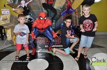 Homem-Aranha visita o Cineplus Emacite; público pode tirar fotos a vontade (55)