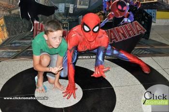 Homem-Aranha visita o Cineplus Emacite; público pode tirar fotos a vontade (56)