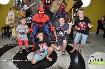 Homem-Aranha visita o Cineplus Emacite; público pode tirar fotos a vontade (57)