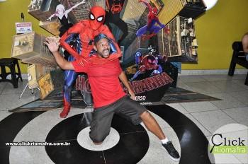 Homem-Aranha visita o Cineplus Emacite; público pode tirar fotos a vontade (58)