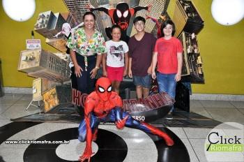 Homem-Aranha visita o Cineplus Emacite; público pode tirar fotos a vontade (6)