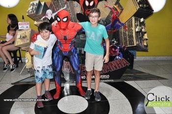 Homem-Aranha visita o Cineplus Emacite; público pode tirar fotos a vontade (66)
