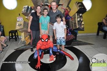 Homem-Aranha visita o Cineplus Emacite; público pode tirar fotos a vontade (67)