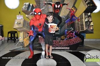 Homem-Aranha visita o Cineplus Emacite; público pode tirar fotos a vontade (68)