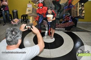 Homem-Aranha visita o Cineplus Emacite; público pode tirar fotos a vontade (69)