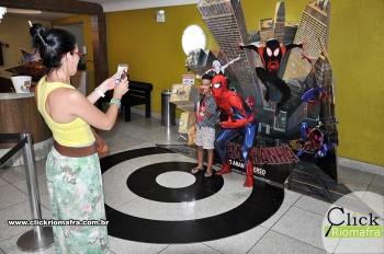 Homem-Aranha visita o Cineplus Emacite; público pode tirar fotos a vontade (7)