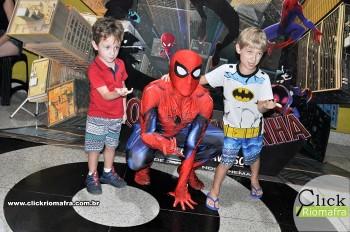 Homem-Aranha visita o Cineplus Emacite; público pode tirar fotos a vontade (70)