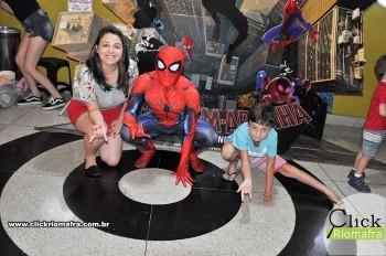 Homem-Aranha visita o Cineplus Emacite; público pode tirar fotos a vontade (71)